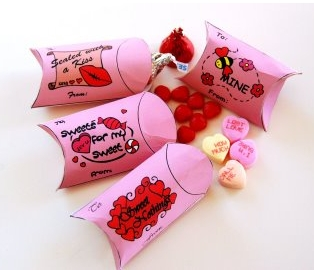 if you have little ones you can download a free valentines day craft ideas book for kids right now there are 21 different ideas included like these little - Valentine Day Crafts For Kids