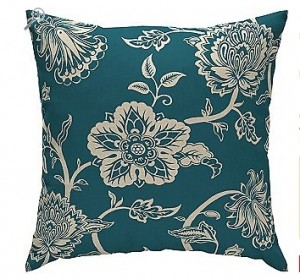 There Is A Great Deal On Outdoor Pillows Right Now