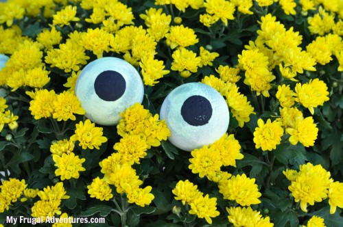 How to Make Glow in the Dark Googley Eyes {Halloween Craft Idea}