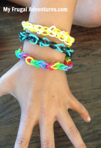 How to Organize Rubber Band Bracelets (Rainbow Looms)