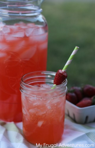 Quick and easy Strawberry lemonade recipe- so refreshing!