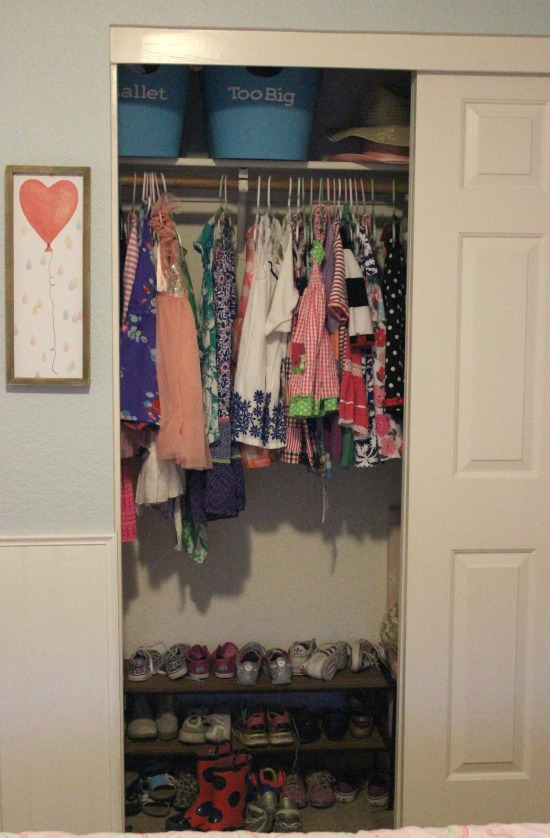 how to organize a child's closet