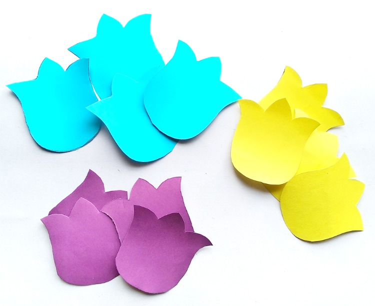Paper flower card for children on My Frugal Adventures.com. Simple DIY card for children to make for Mother's Day, Grandparents or teacher appreciation week.